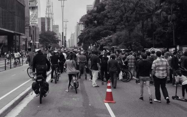O cone e a multidão. Foto: João Gunal