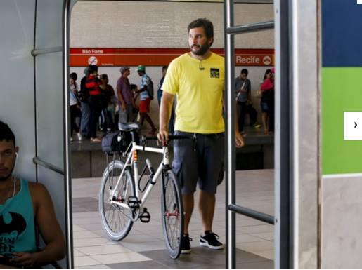 Ciclistas testam integração da bicleta com metrô (Foto: Everton Irineu/RBC)