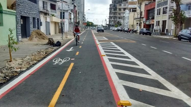 Ciclofaixa implementada em Fortaleza (Foto: Ciclovida)
