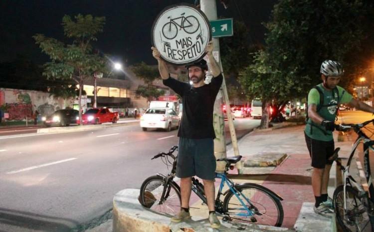 Manifestação na Avenida Djalma Batista (Foto: Pedala Manaus)
