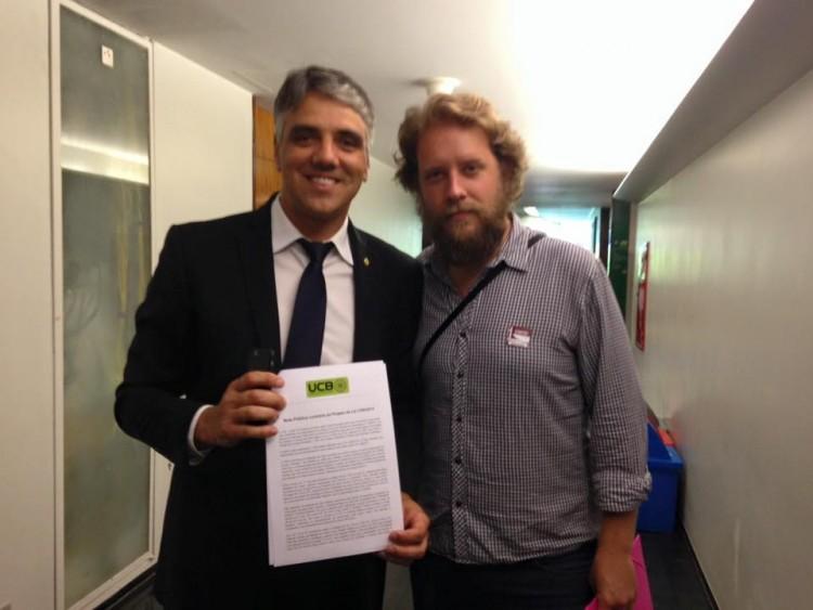 Deputado Fábio Reis recebe carta pública da União de Ciclistas do Brasil (Foto: Daniel Guth)
