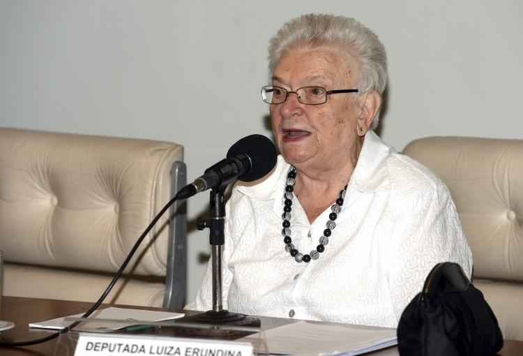 Deputada Luíza Erundina participa de Seminário, em Brasília (Foto: Antonio Cruz/Agência Brasil)